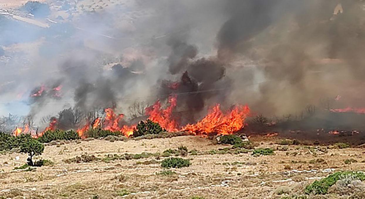Φωτιά στην Πάρο κοντά στον ΧΥΤΑ