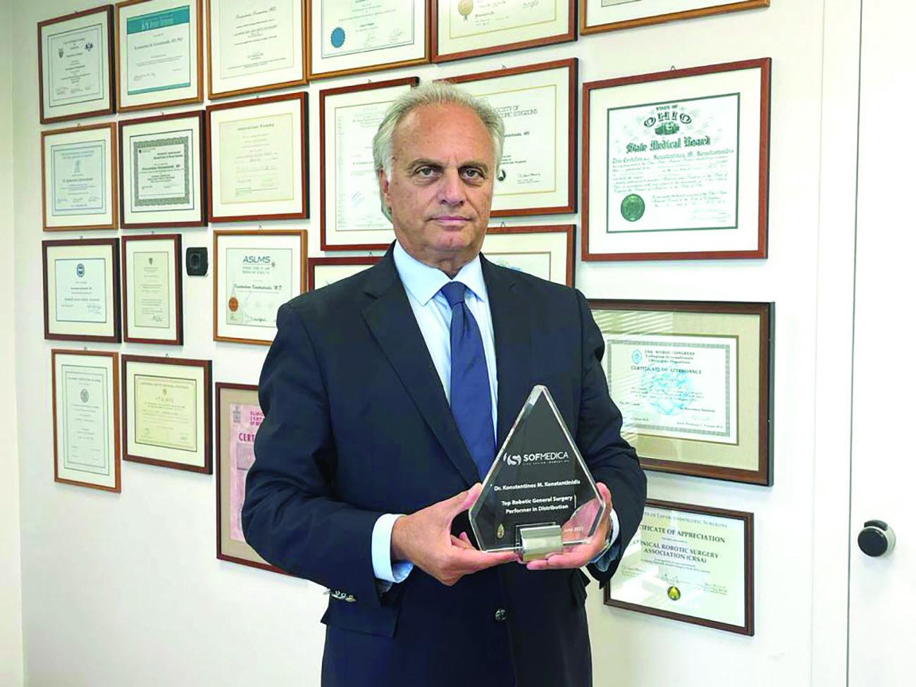 Δρ. Κωνσταντίνος Μ. Κωνσταντινίδης: Κορυφαίος Ρομποτικός Γενικός Χειρουργός στον κόσμο