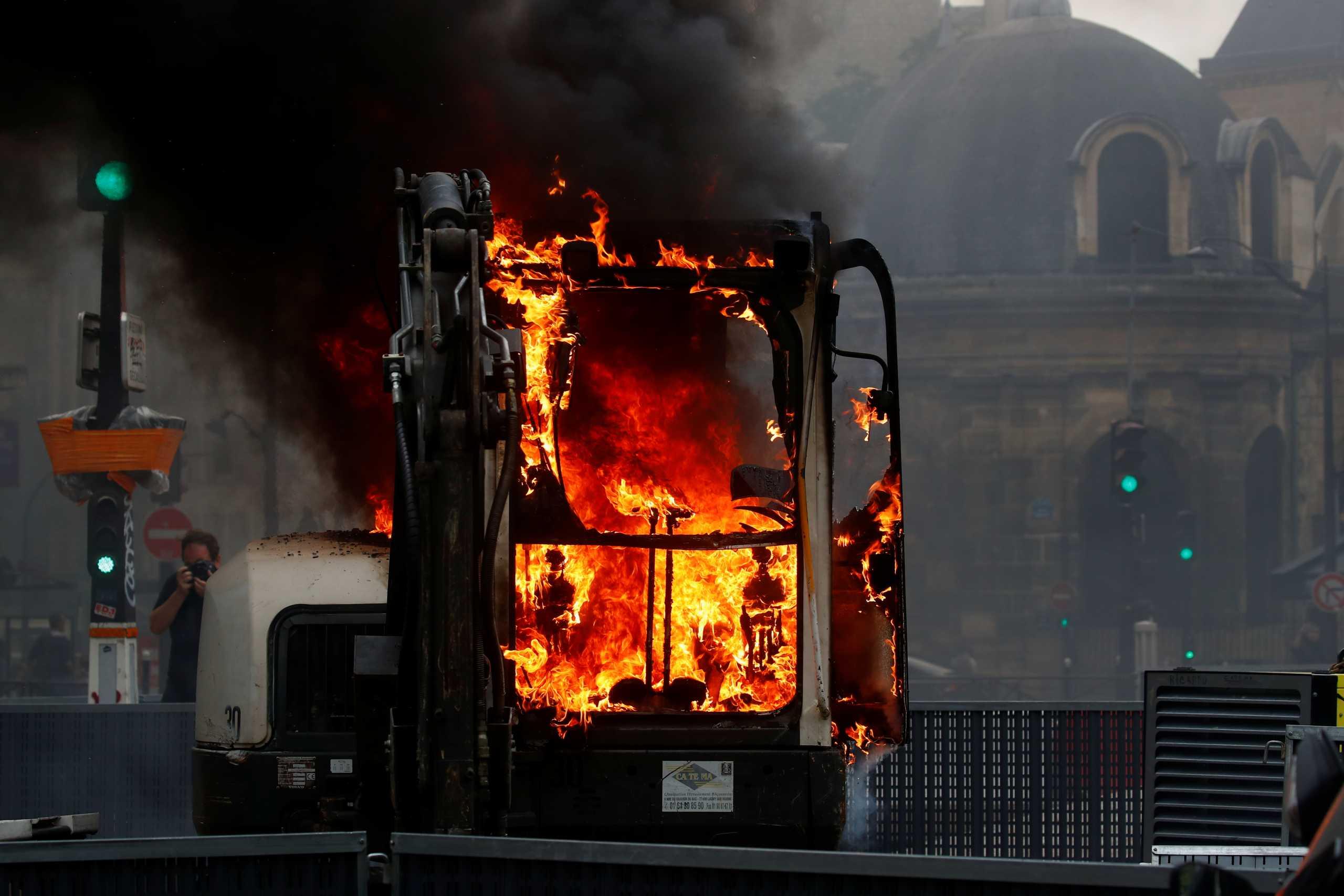 Γαλλία: Δακρυγόνα σε αντικυβερνητική διαδήλωση για τους εμβολιασμούς
