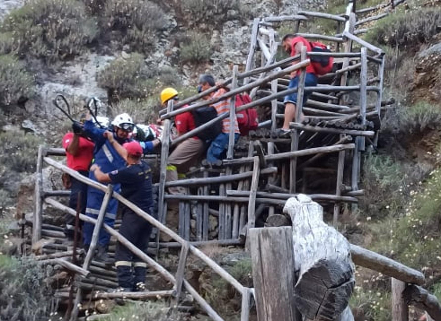 Λασίθι: Οι εικόνες της δραματικής διάσωσης Γαλλίδας τουρίστριας που στραβοπάτησε στο φαράγγι του Ρίχτη