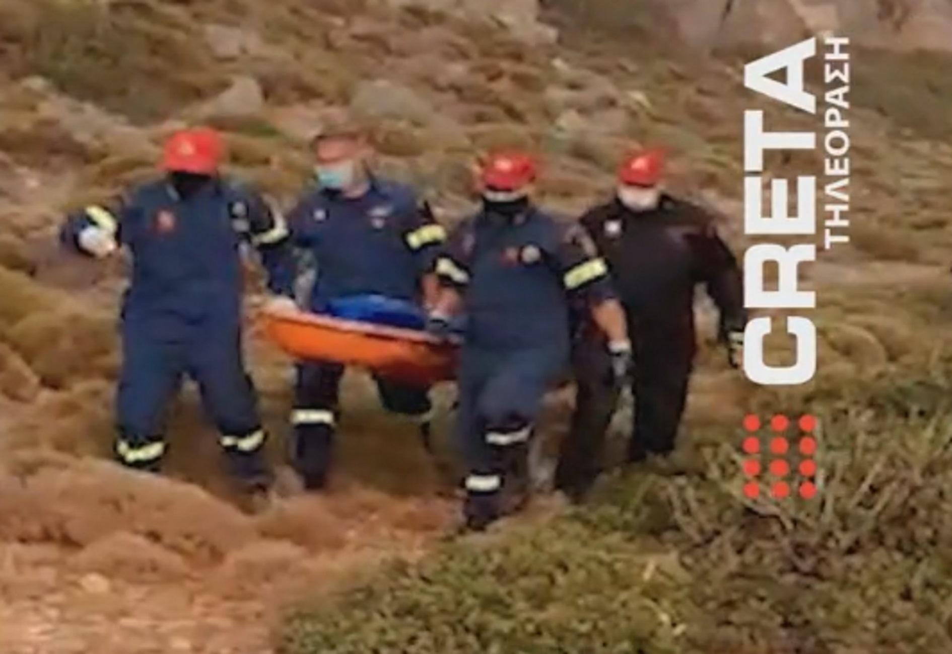 Κρήτη: Η στιγμή που οι διασώστες φτάνουν στη σορό της Γαλλίδας που είχε εξαφανιστεί στο Ελαφονήσι