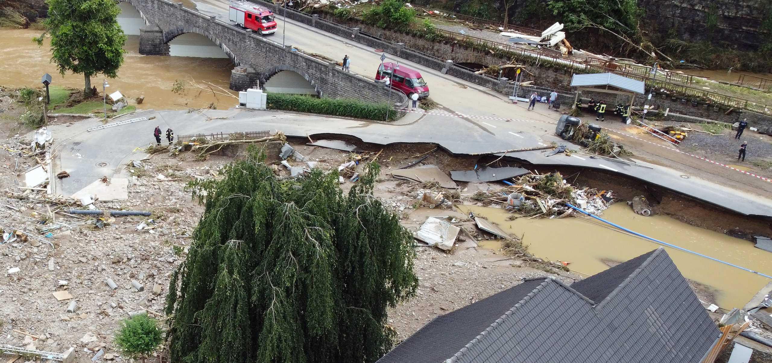 Γερμανία: 42 νεκροί από τις φονικές πλημμύρες – Συγκλονιστικά πλάνα από την καταστροφή