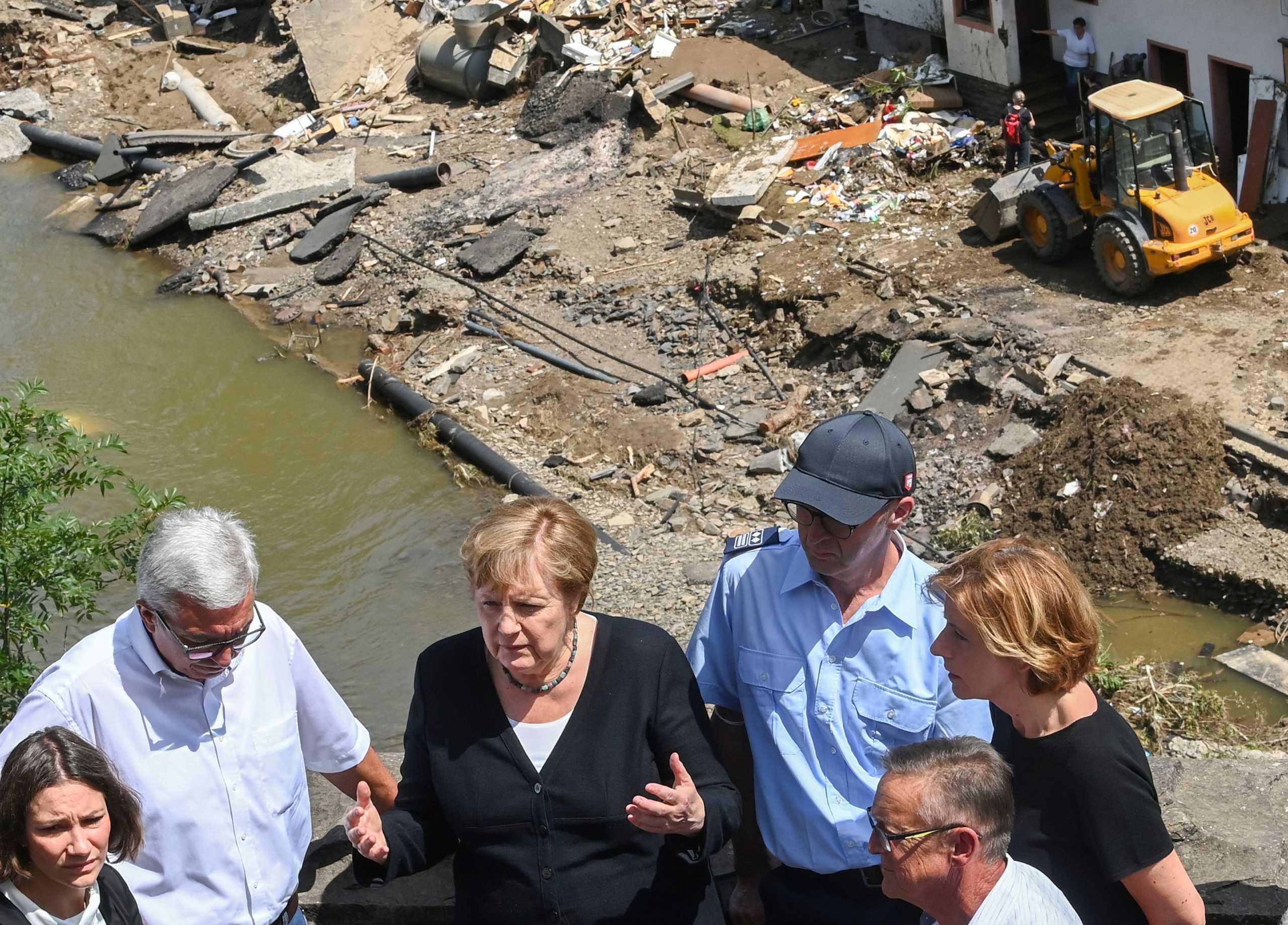 Γερμανία: Στις πληγείσες από τις πλημμύρες περιοχές η Άνγκελα Μέρκελ – Πάνω από 1.000 αγνοούμενοι