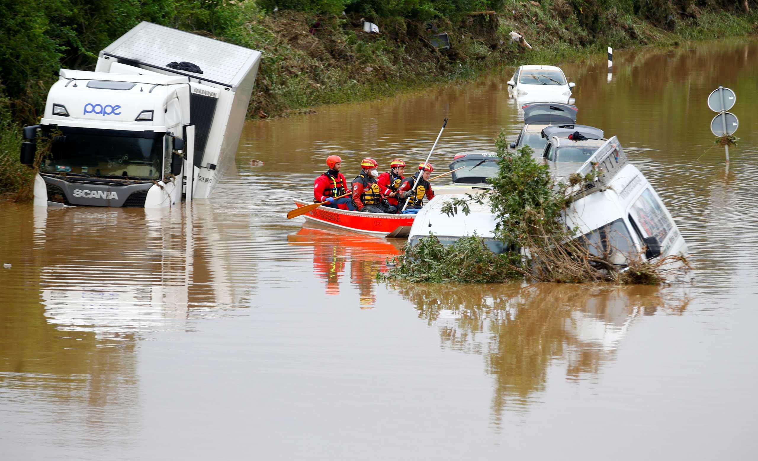 Γερμανία: 25.000 μέλη σωστικών συνεργείων αναζητούν επιζώντες από τις φονικές πλημμύρες