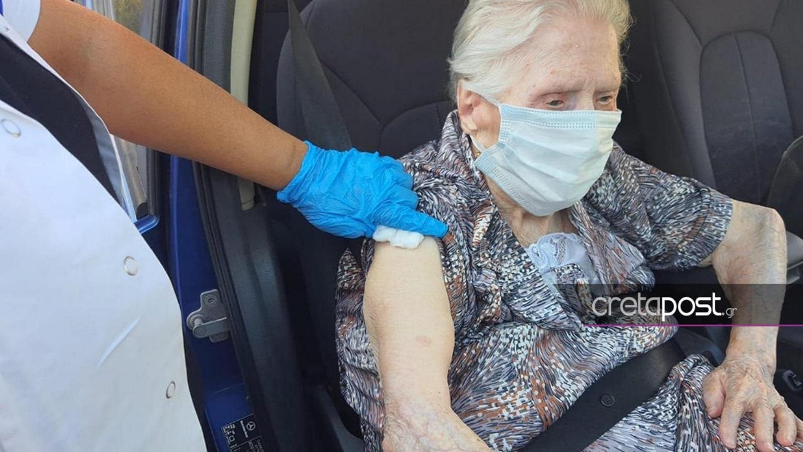 Ηράκλειο: Εμβολιάστηκε γιαγιά 100 ετών – Τι μήνυμα στέλνει