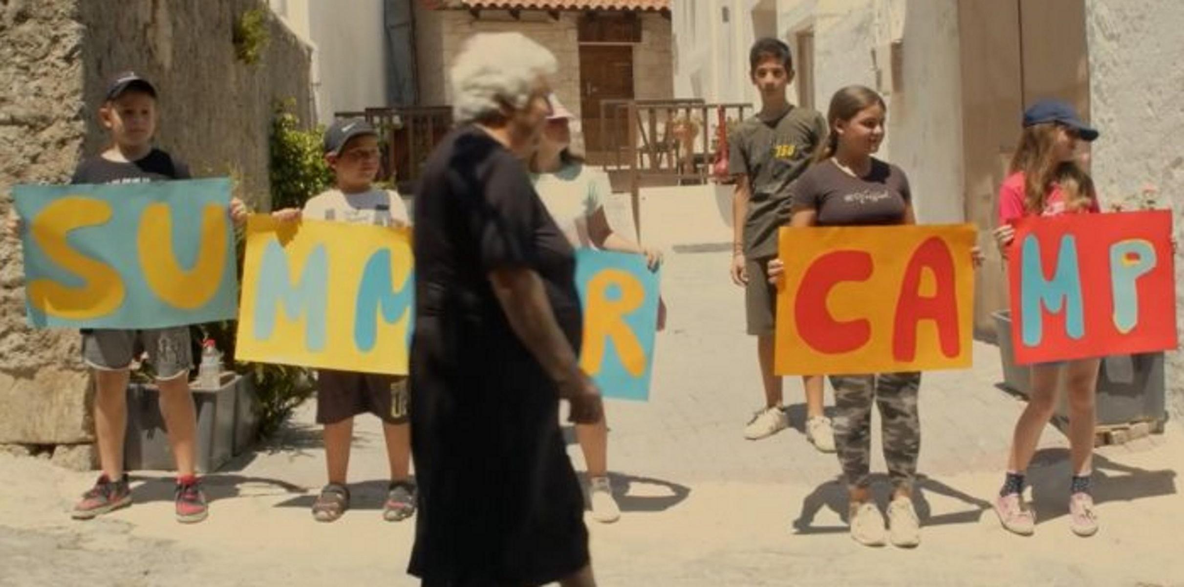 Κρήτη: Viral βίντεο με γιαγιά που κυνηγάει το εγγονάκι της