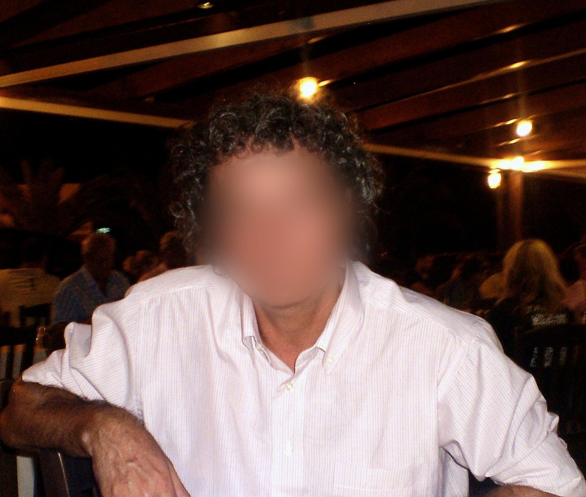 Ασκληπιείο Βούλας: Αυτός είναι ο αρνητής γιατρός που πέταξε δόσεις εμβολίου στα σκουπίδια