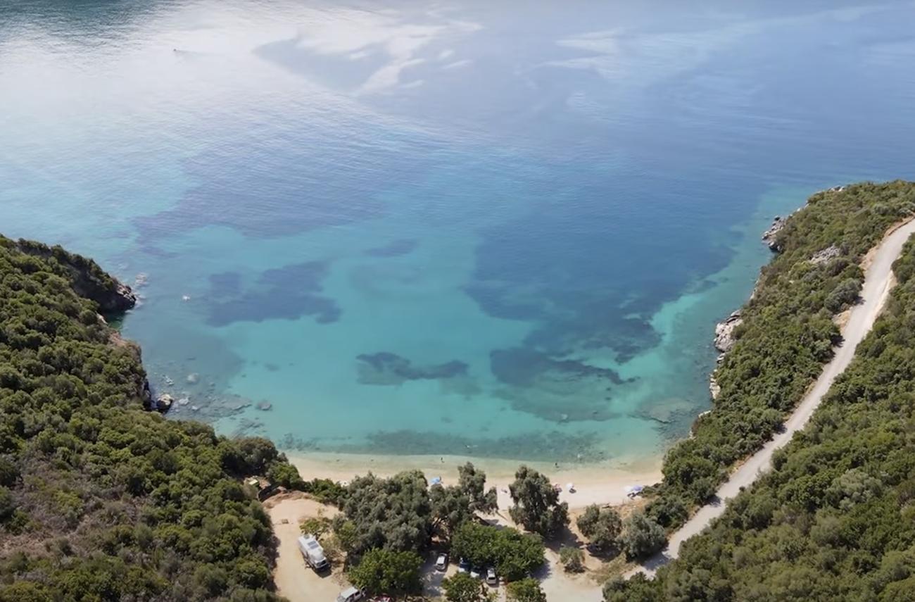 Η ελληνική παραλία με το γλυκό νερό που είναι για λίγους