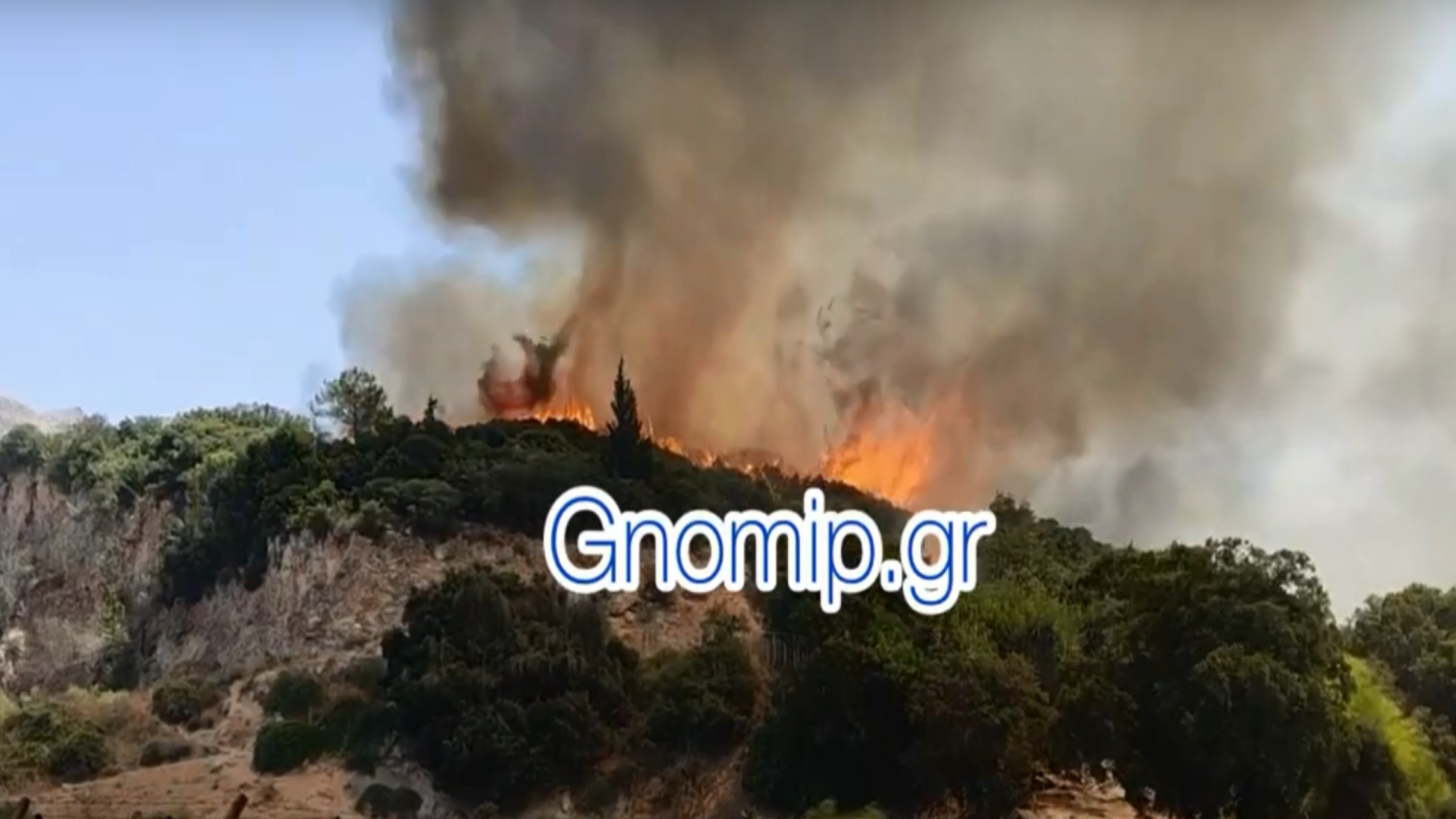 Φωτιά στην Πάτρα: Εκκενώνεται το Σούλι – Καίγονται σπίτια