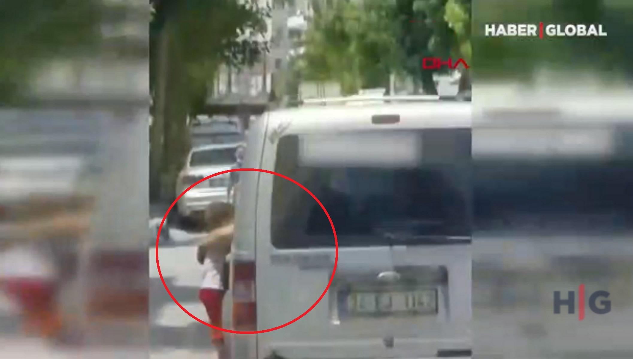 Εξοργιστικό βίντεο: Κρέμασε τον 3χρονο γιο του στην πόρτα του αυτοκινήτου για να τον τιμωρήσει