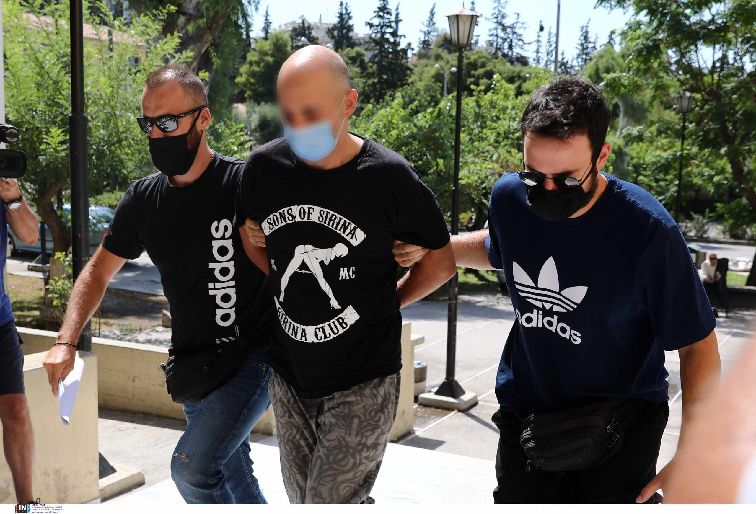 ΣΥΡΙΖΑ: Γιατί δεν δίνουν τις φωτογραφίες του αστυνομικού στην Ηλιούπολη;