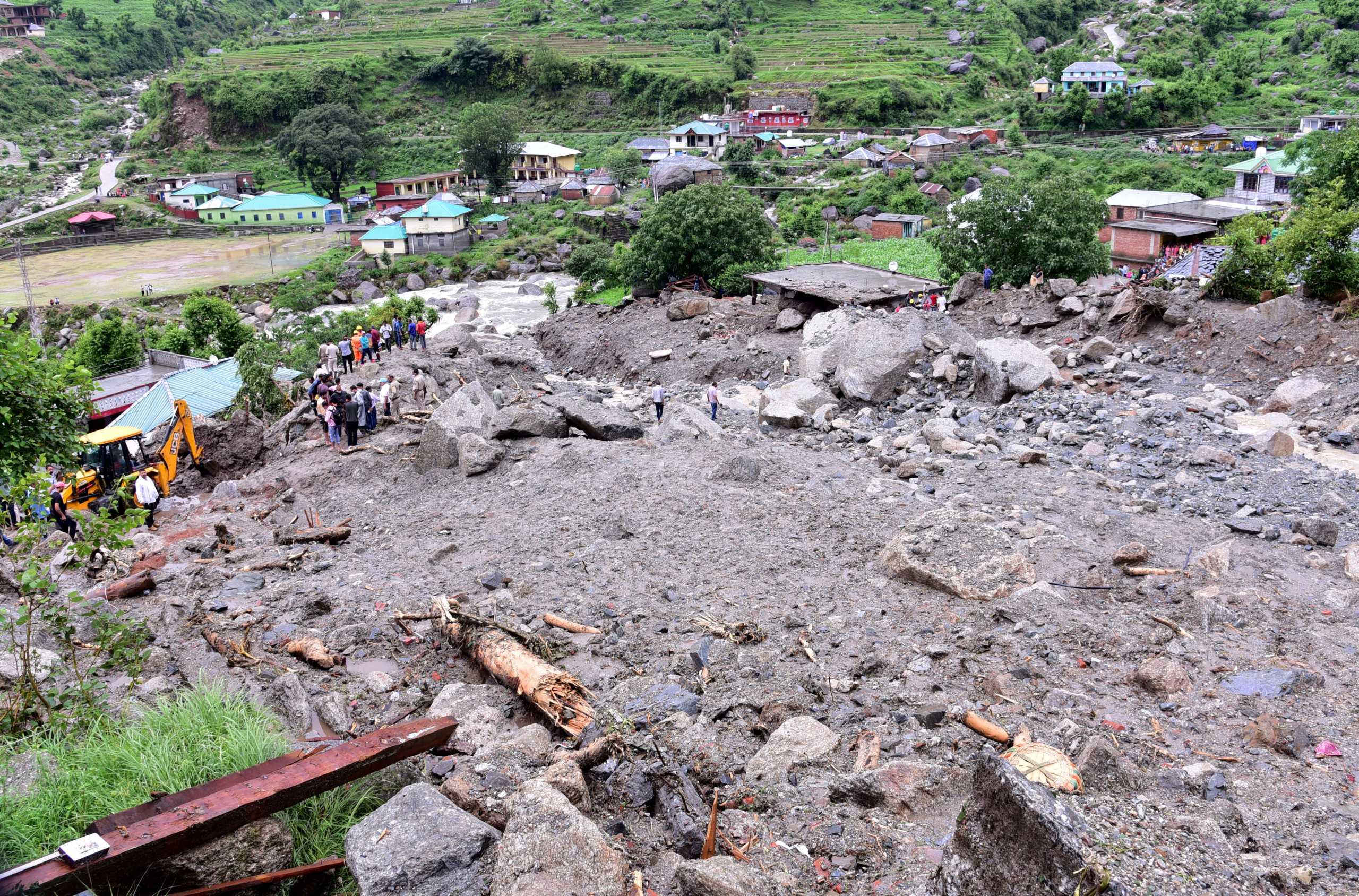Ινδία: 115 οι νεκροί από τις πλημμύρες – Απανωτές κατολισθήσεις και κατάρρευση φραγμάτων