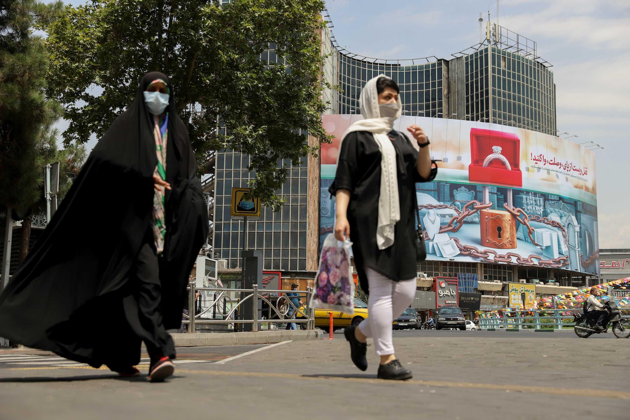 Ιράν – κορονοϊός: Κλείνουν για 6 ημέρες δημόσιες υπηρεσίες και τράπεζες στην Τεχεράνη