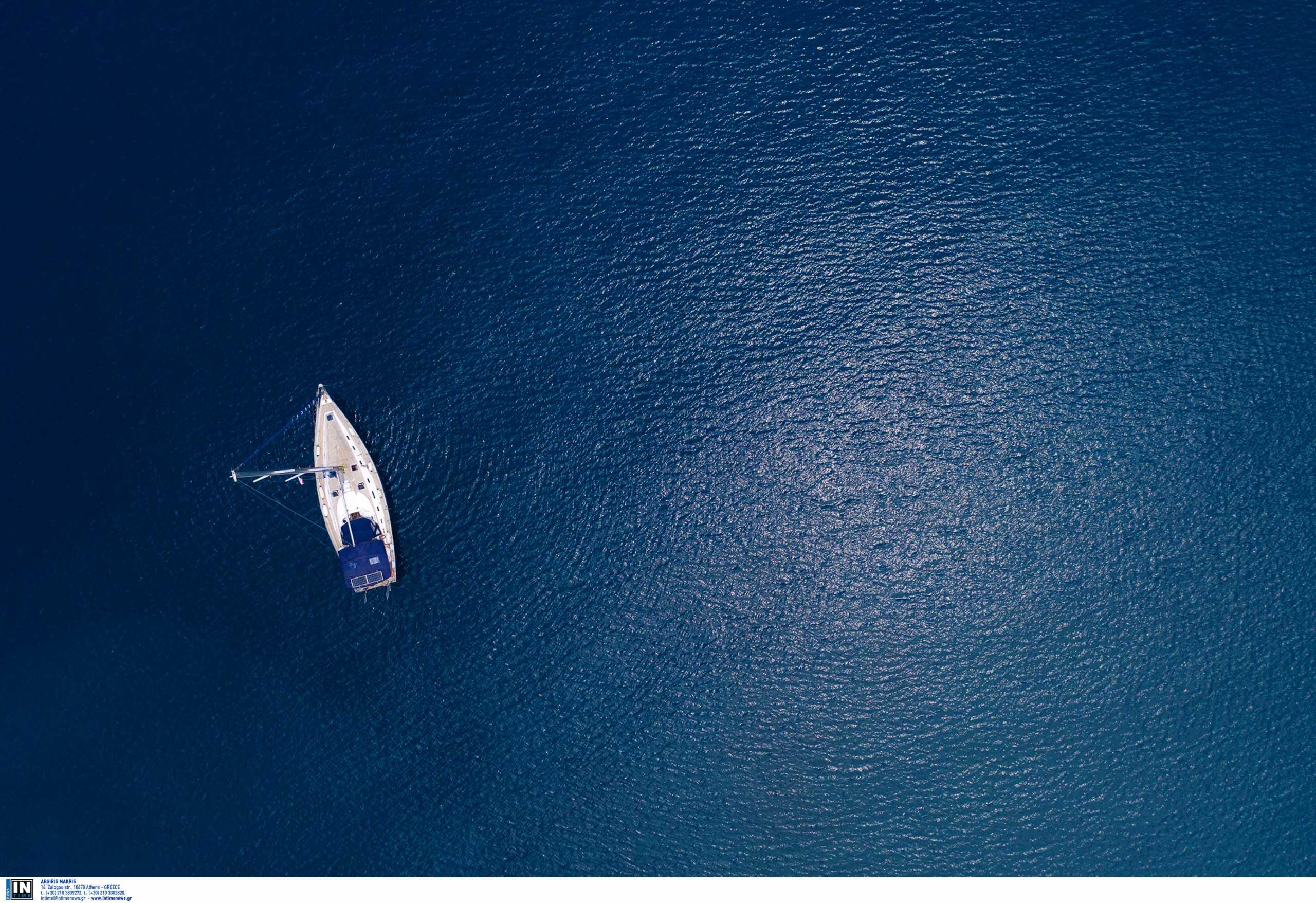 Θεσσαλονίκη:  Ανατροπή ιστιοπλοϊκής κωπήλατης λέμβου στο Αγγελοχώρι με 10 άτομα να πέφτουν στη θάλασσα