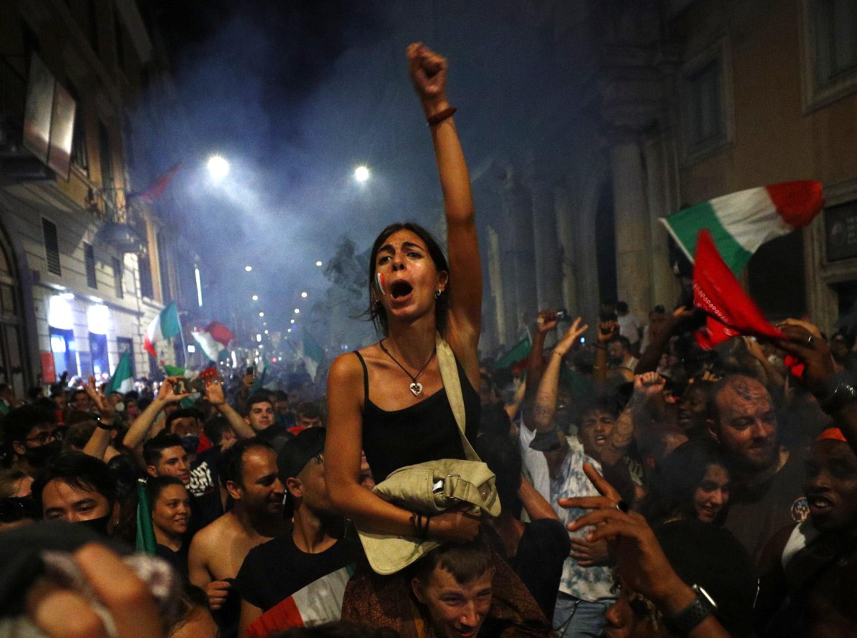 Euro 2020: Βγήκαν στους δρόμους οι Ιταλοί για να γιορτάσουν τον τίτλο