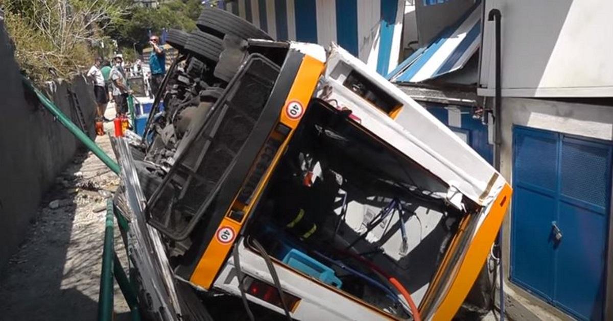Τραγωδία στην Ιταλία: Λεωφορείο έπεσε σε χαράδρα – Ένας νεκρός και 19 τραυματίες