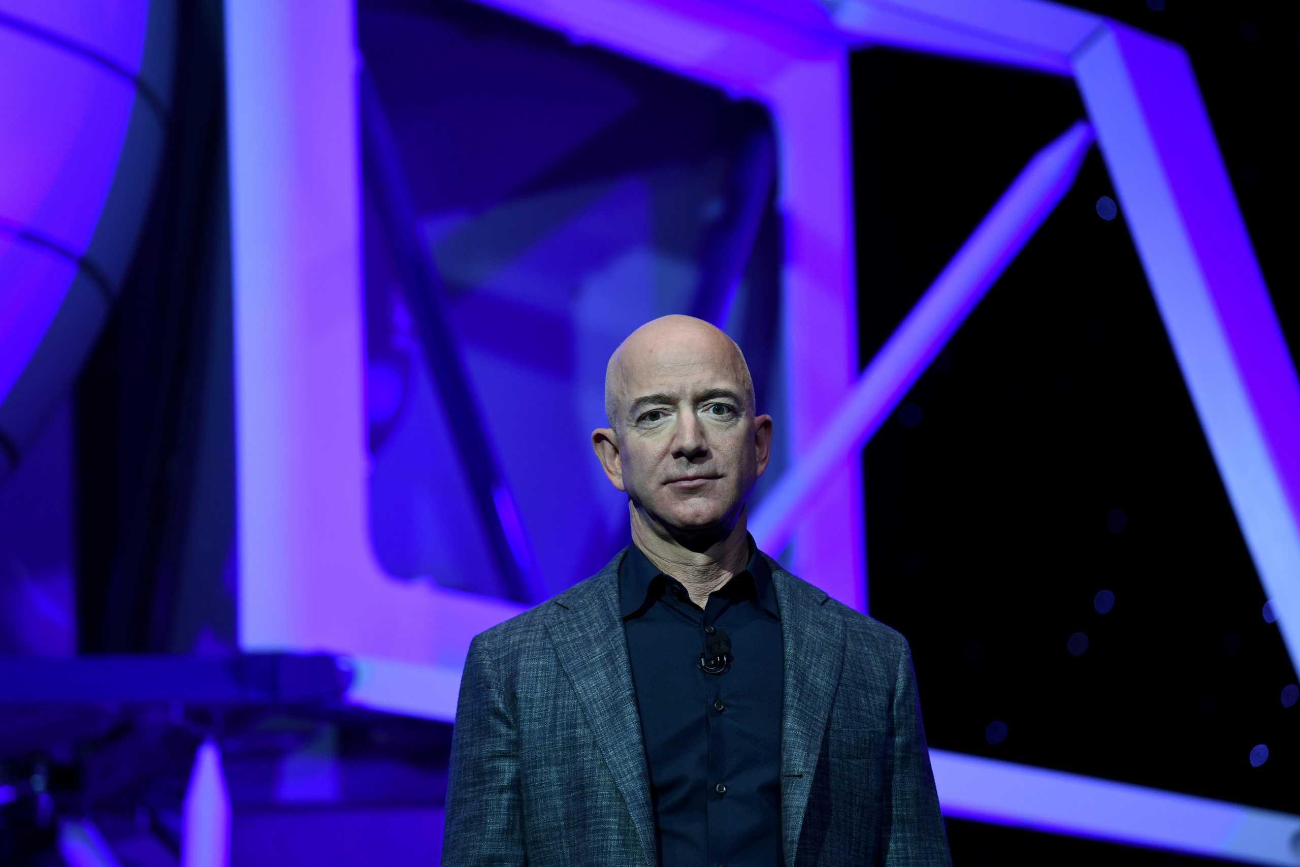 Ο Jeff Bezos παραδίδει τα «κλειδιά» της Amazon και αυτή είναι η κληρονομιά του