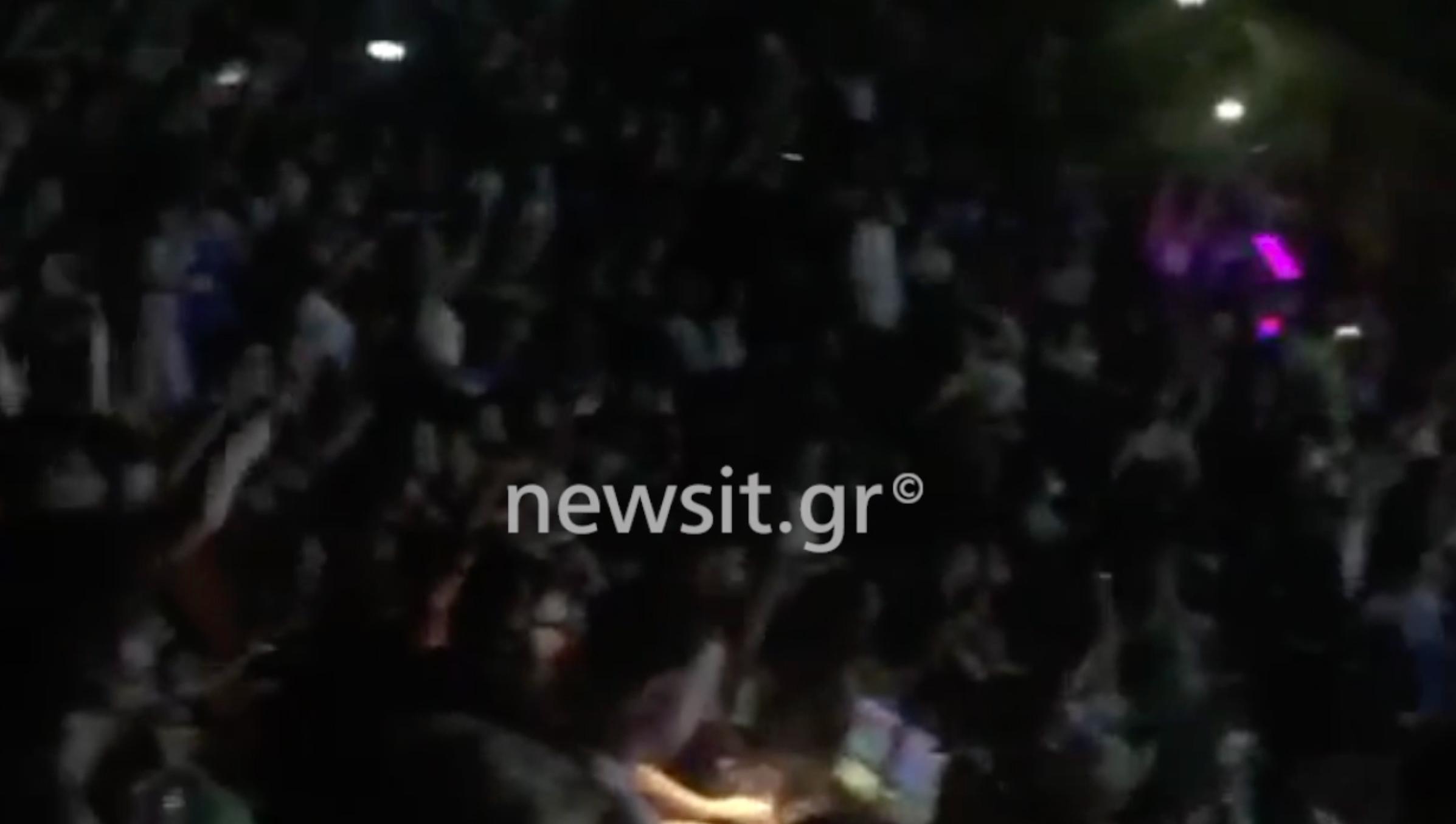 Χαμός για την Καίτη Γαρμπή στη Θεσσαλονίκη: Πως να σας πω να κάτσετε;