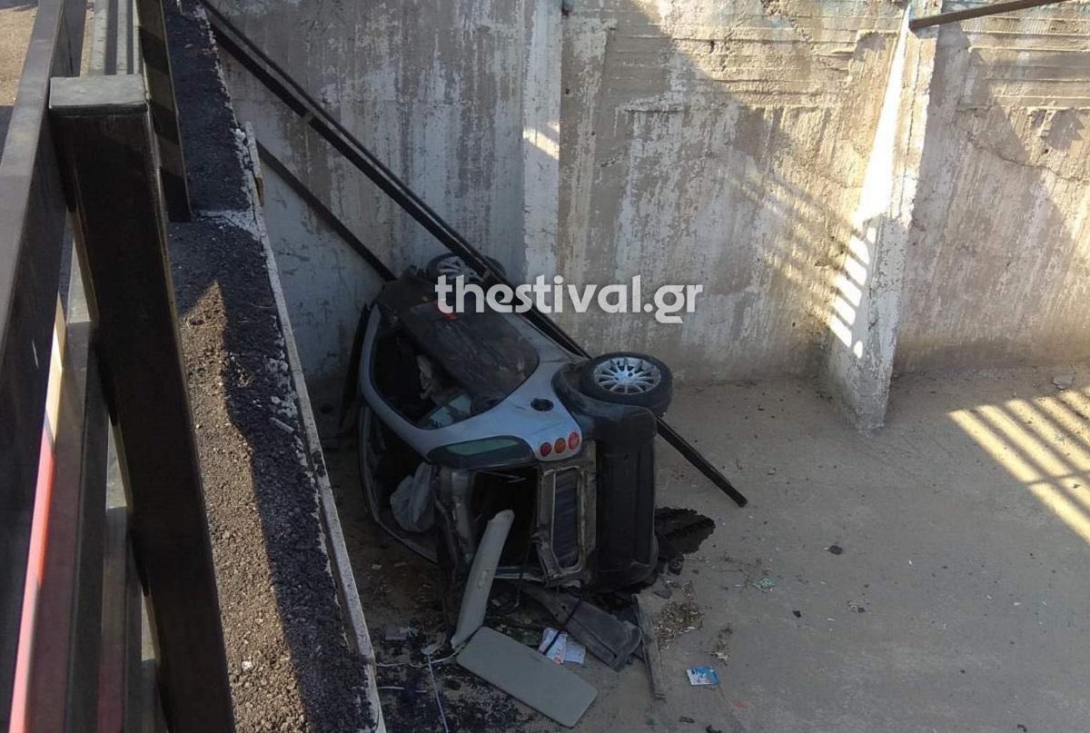 Θεσσαλονίκη: Σκηνές βγαλμένες από ταινία – Αυτοκίνητο προσγειώθηκε σε πάρκινγκ μετά από καταδίωξη