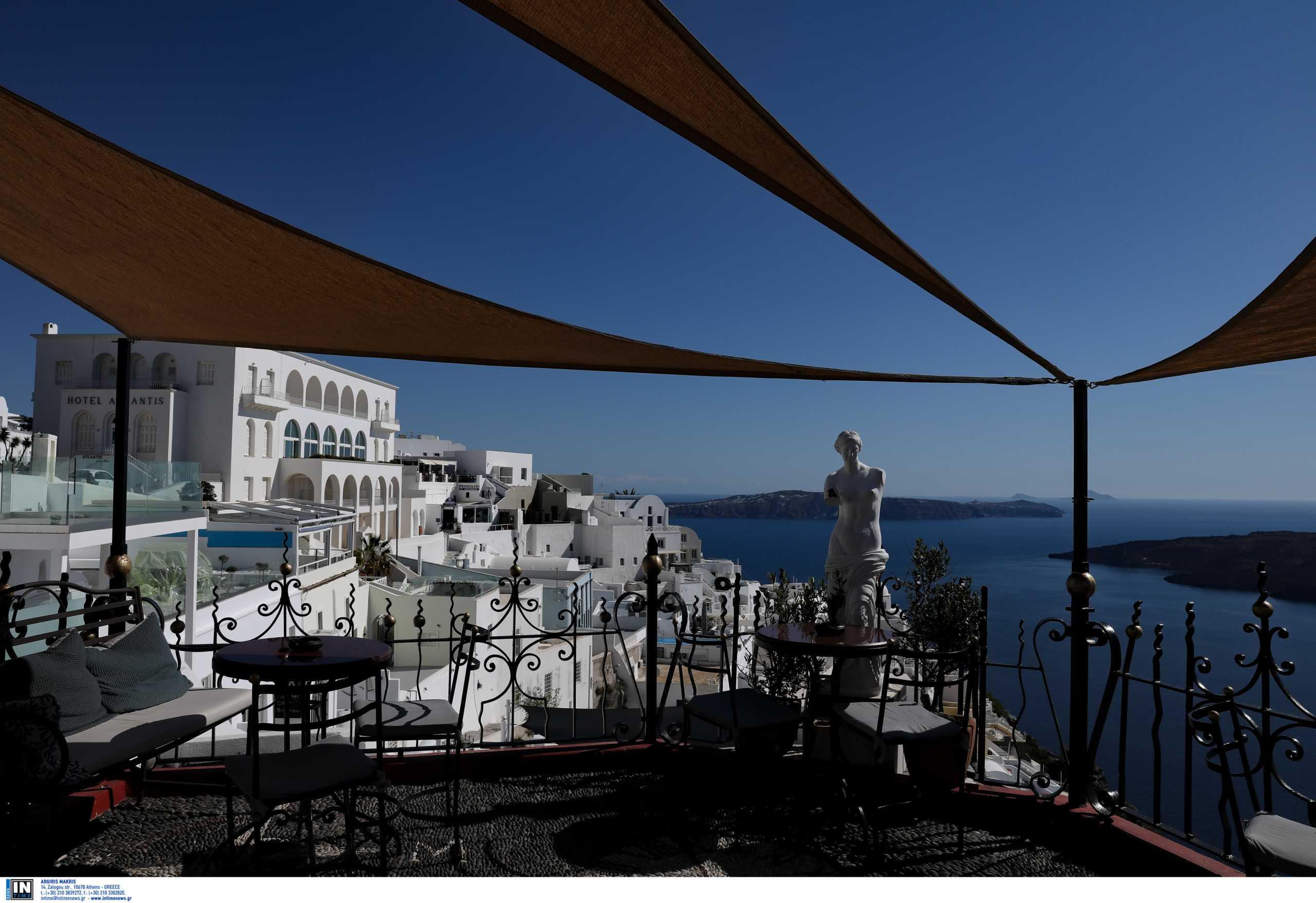 Εκτοξεύτηκαν τα έσοδα του τουρισμού τον Ιούλιο – Ανήλθαν στα 2,275 δισ.