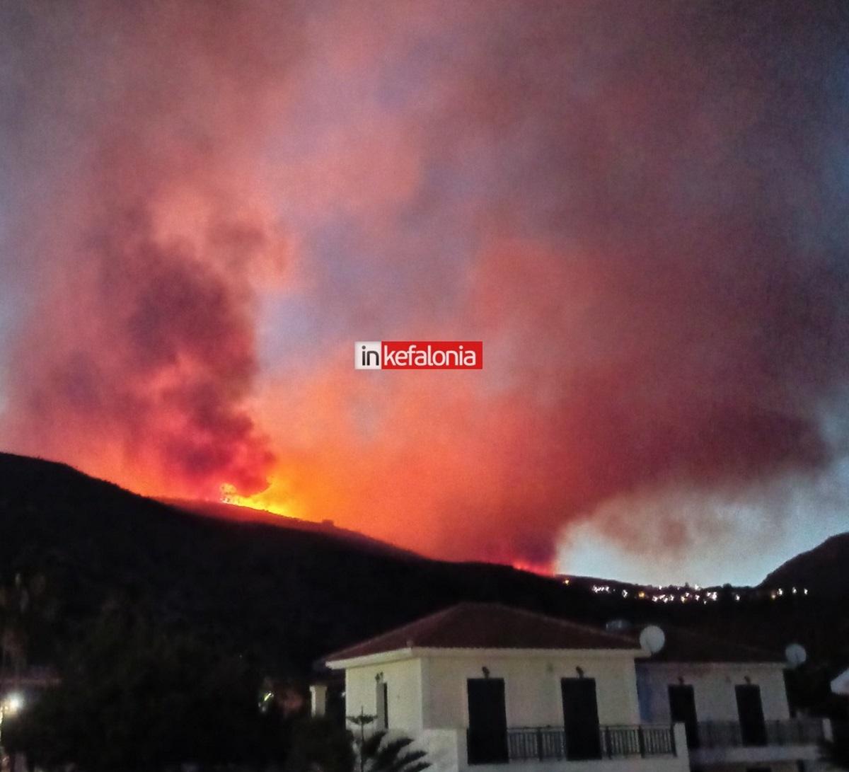 Κεφαλονιά: Δύσκολη νύχτα με τη μεγάλη φωτιά – Εκκενώθηκαν και άλλα χωριά