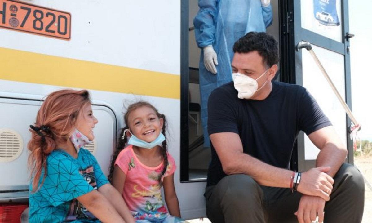 Κικίλιας: Σε καταυλισμό Ρομά για την προώθηση των εμβολιασμών κατά της Covid-19