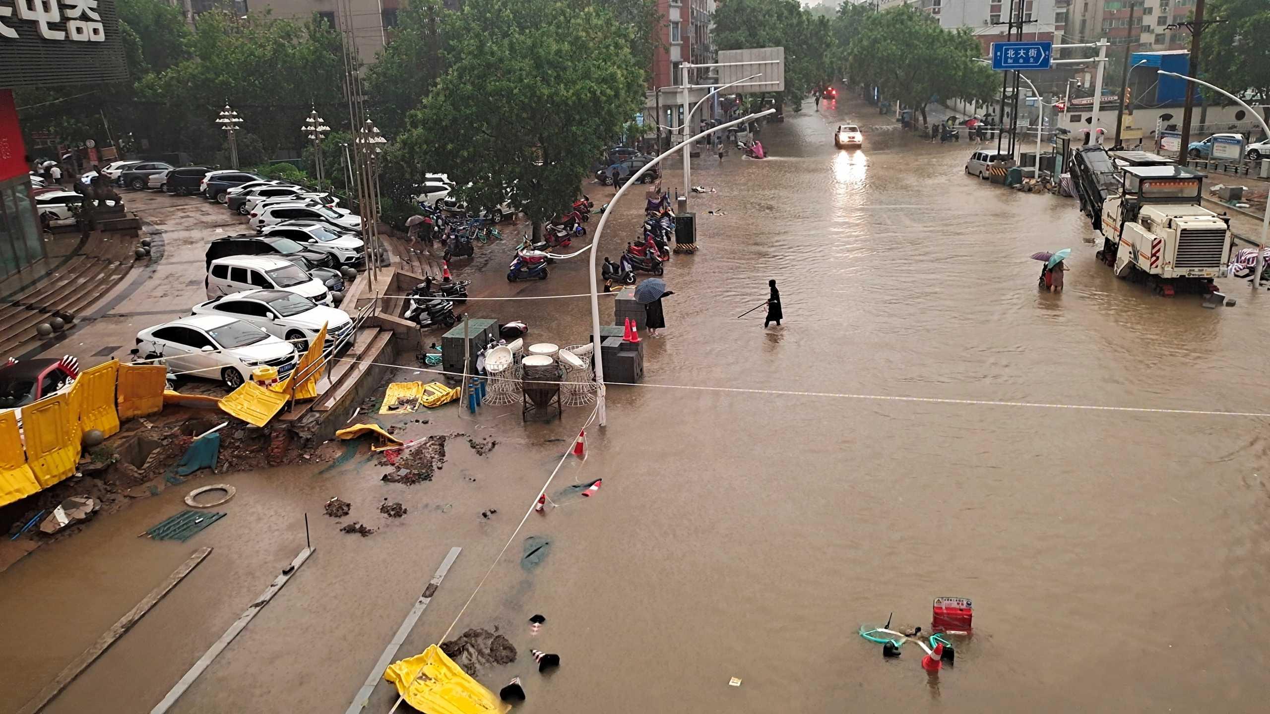 Κίνα: Παρακαλούσαν μέσω social media για βοήθεια λίγο πριν τους πνίξει το νερό στο μετρό
