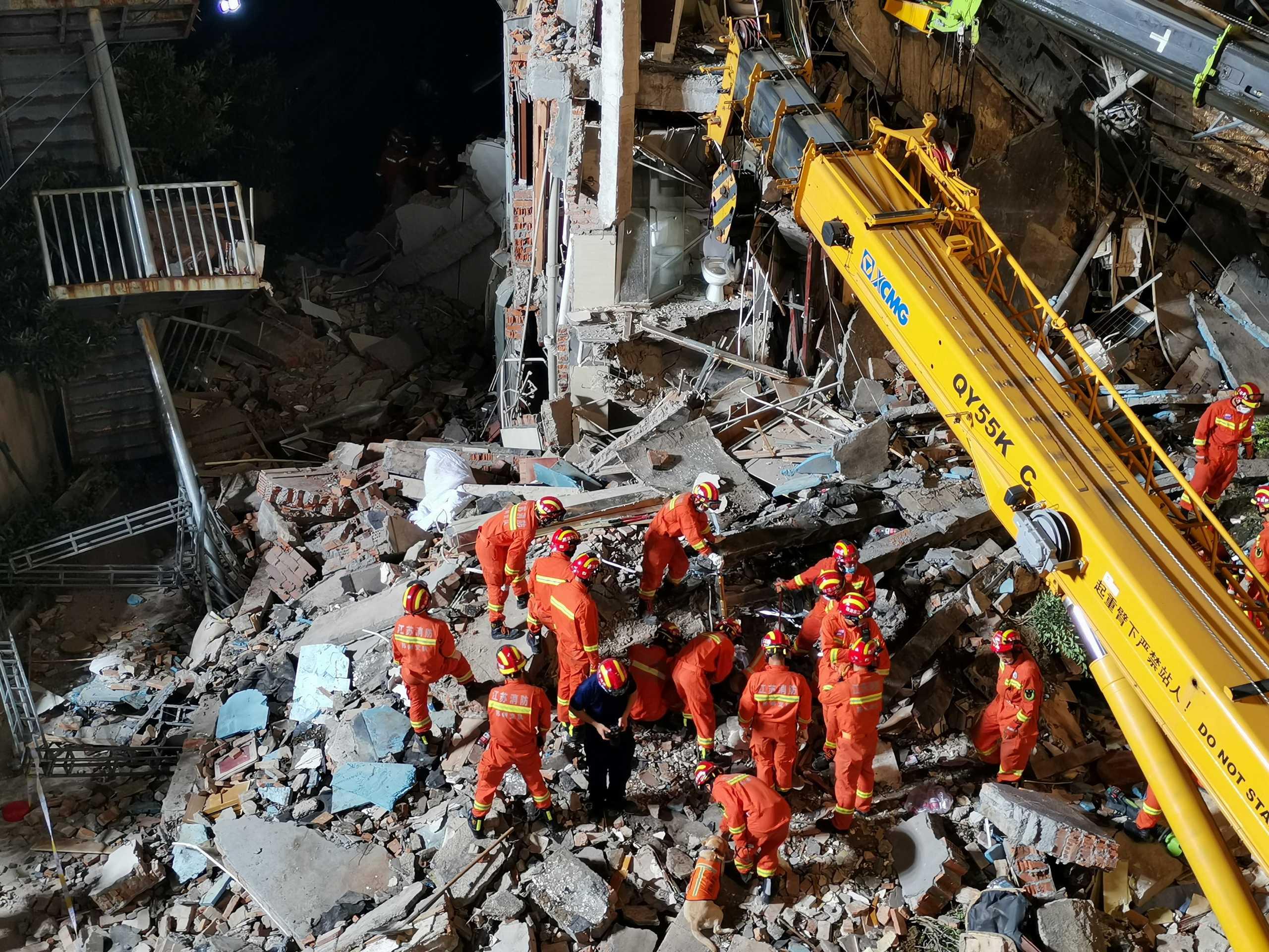 Κίνα: Κατάρρευση ξενοδοχείου στην Σουτσόου – 8 νεκροί και 9 αγνοούμενοι