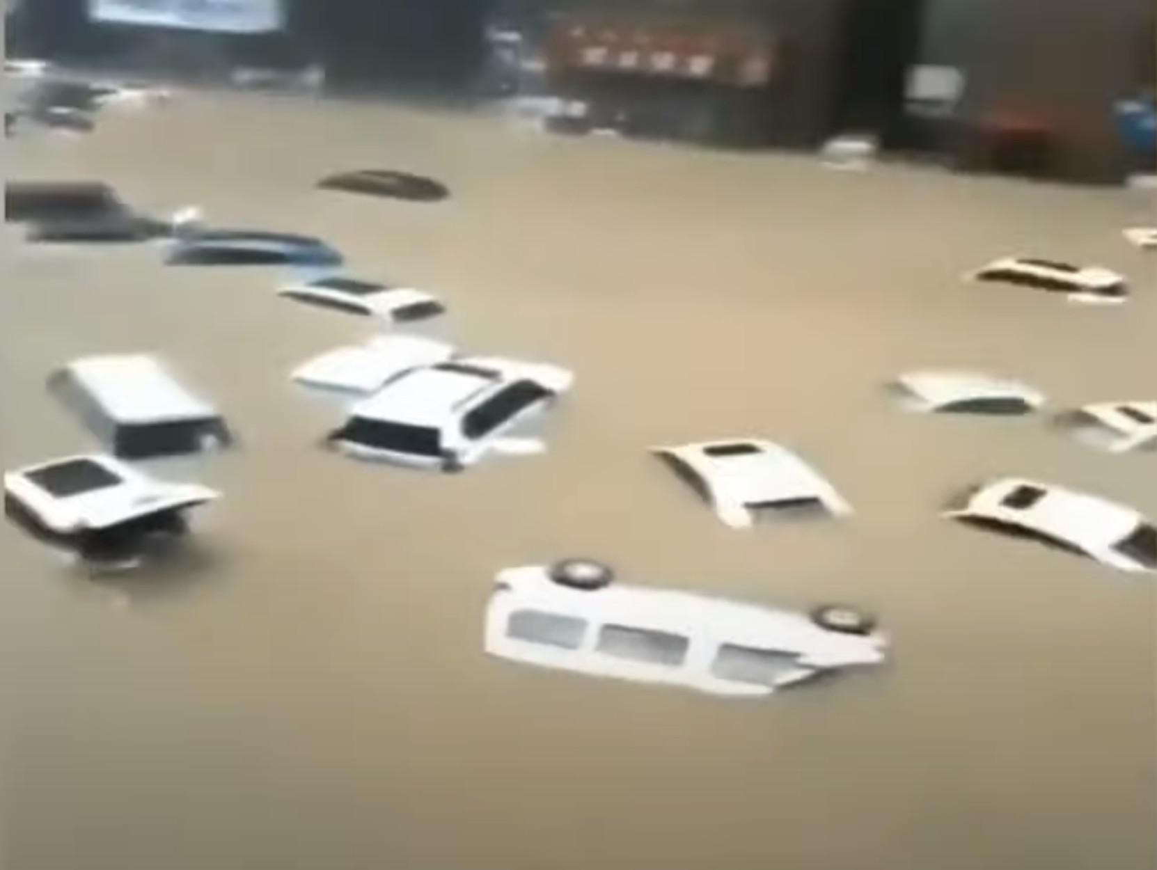 Κίνα: 200.000 εκτοπισμένοι και 12 νεκροί από τις πλημμύρες στην Τσεντσόου