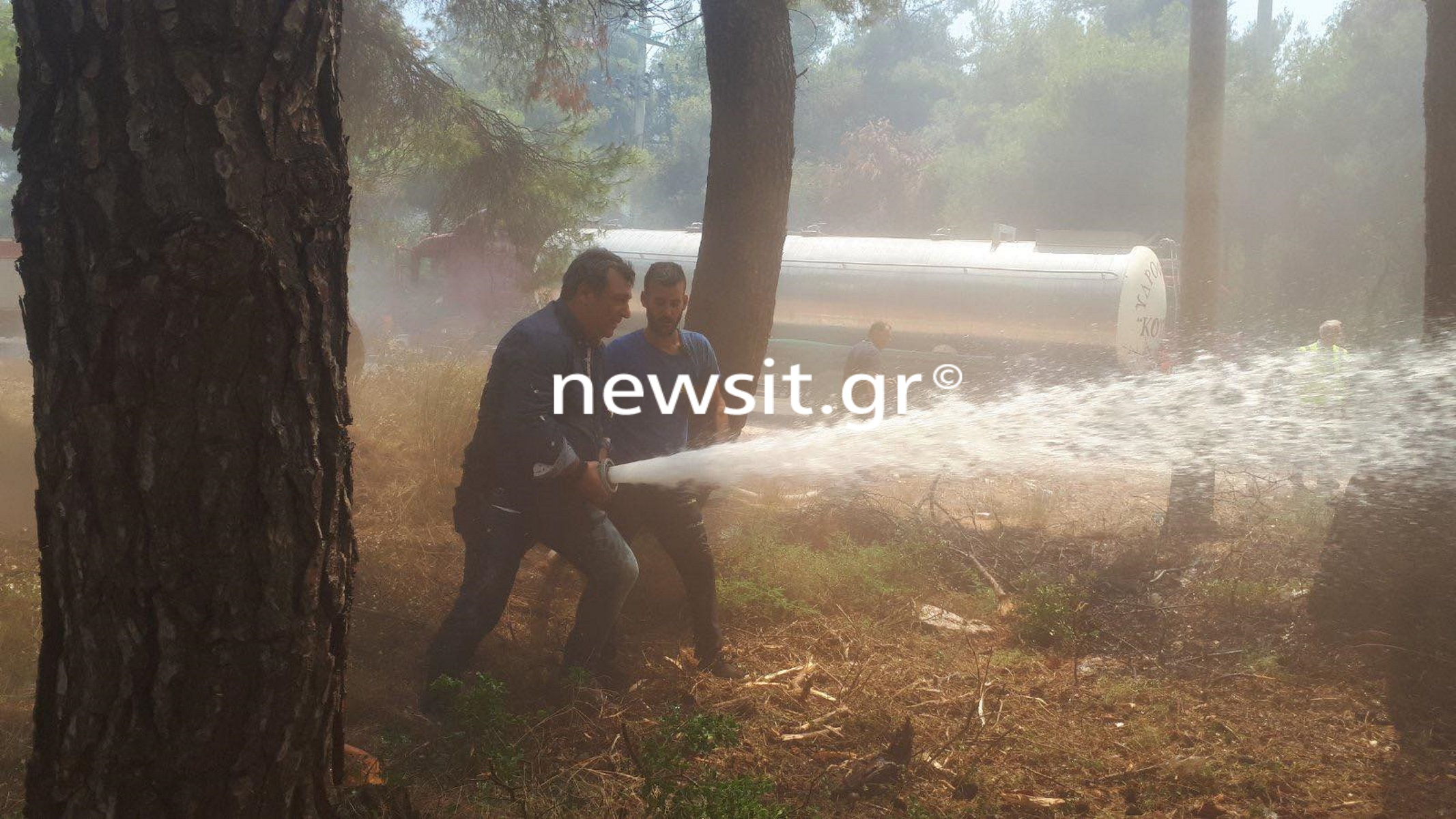 Φωτιά στη Σταμάτα: Στη «μάχη» με τις φλόγες και ο Βασίλης Κόκκαλης