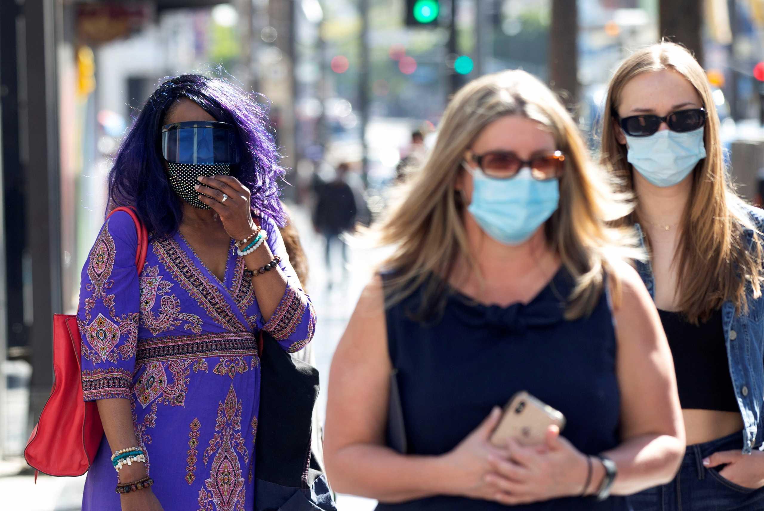 Λος Άντζελες: Επιστρέφει η υποχρεωτική χρήση μάσκας παντού