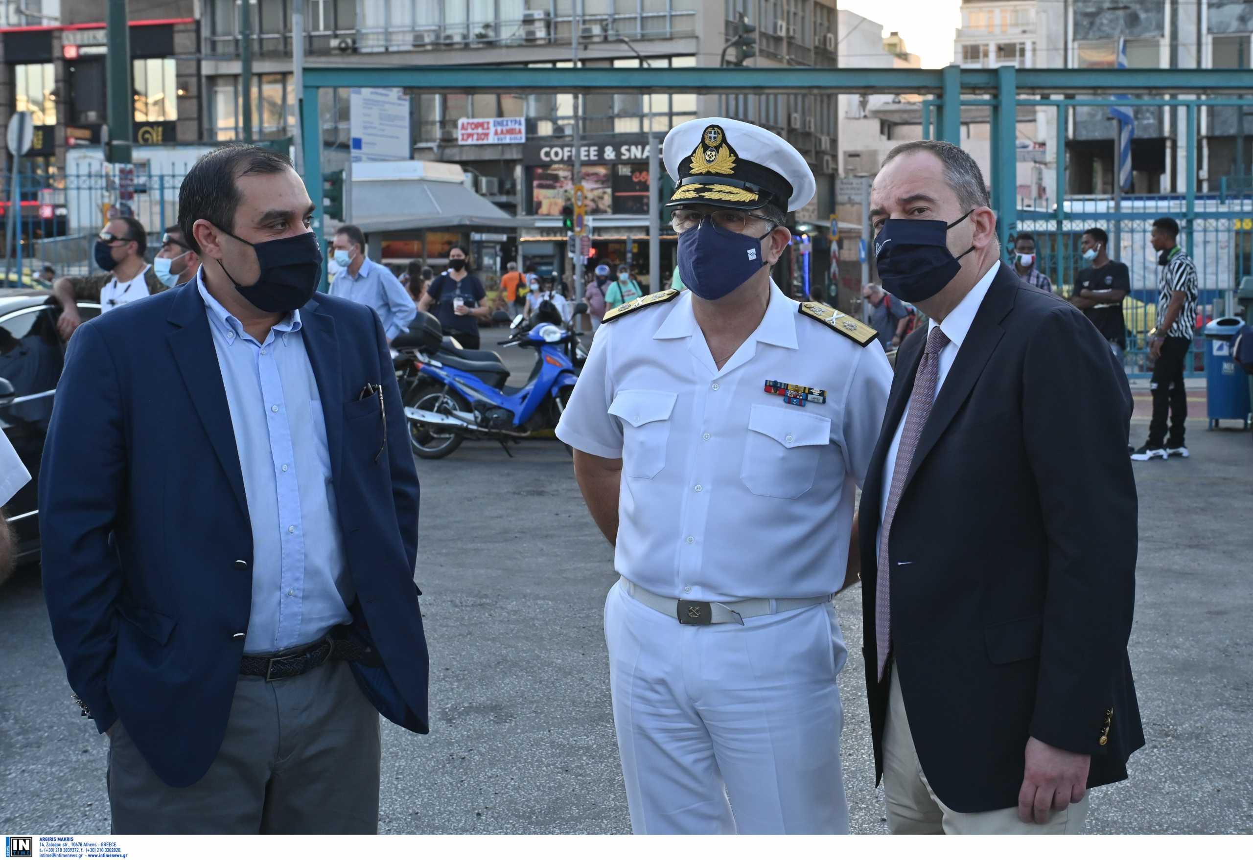 «Χαμός» στο λιμάνι του Πειραιά – Πλακιωτάκης: Τα μέτρα έχουν ως στόχο να επιταχυνθούν οι εμβολιασμοί