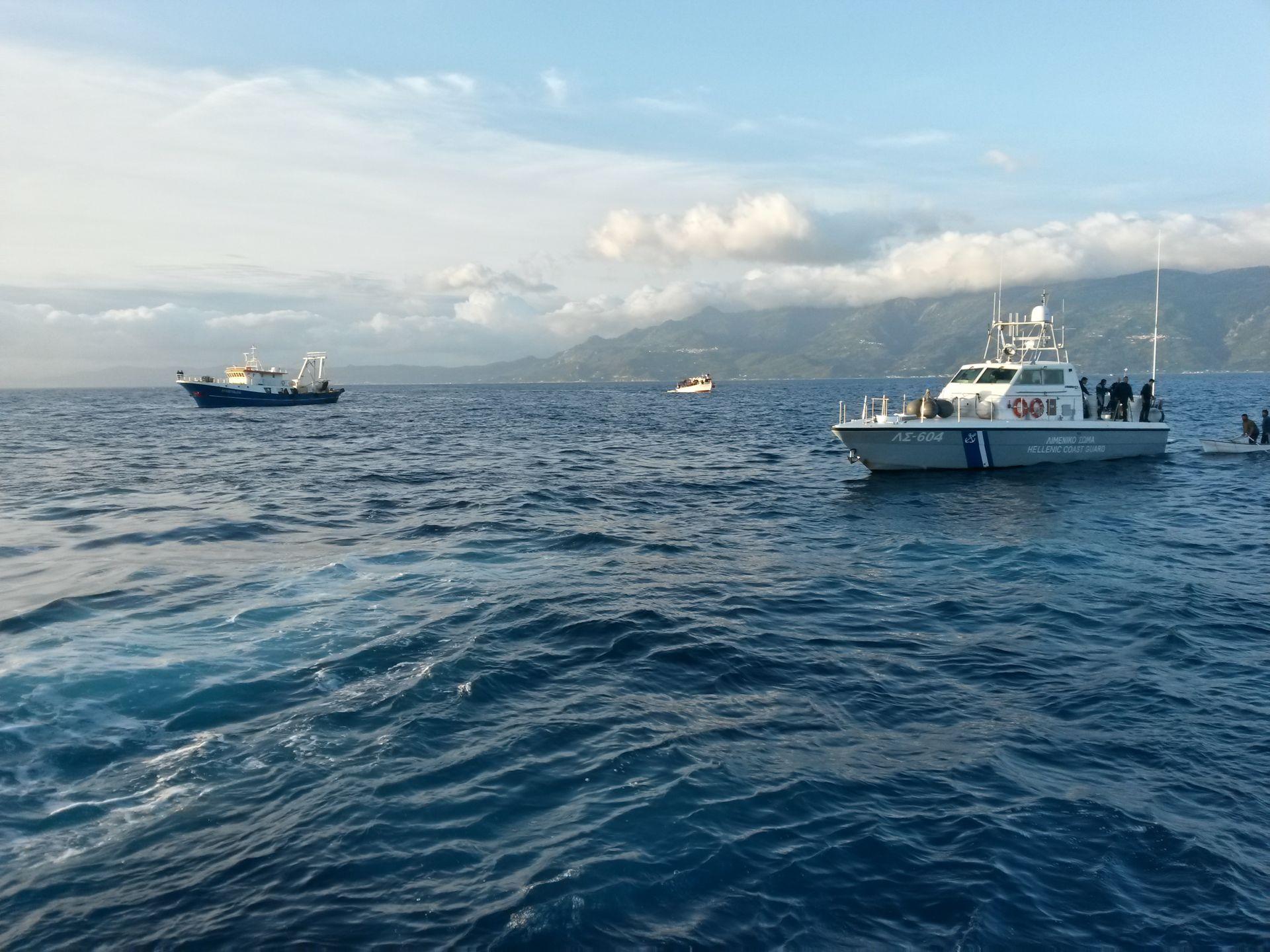 Ακυβέρνητo φορτηγό πλοίο στην Άνδρο