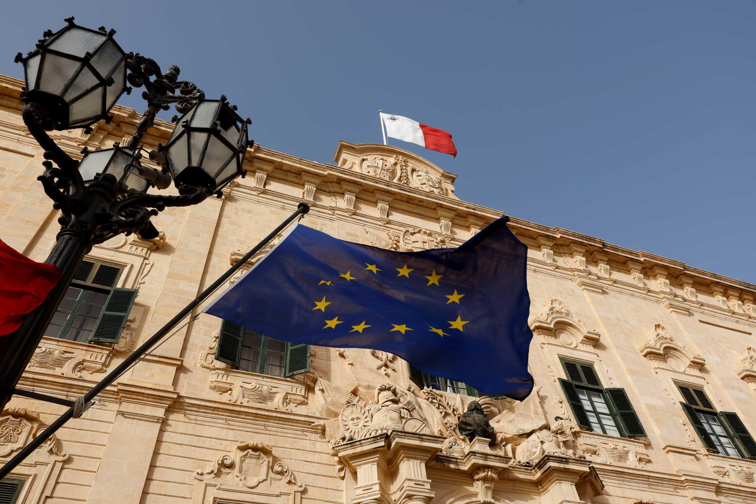 Η Μάλτα κλείνει τα σύνορα για τους ανεμβολίαστους – Εξηγήσεις ζητά η Κομισιόν
