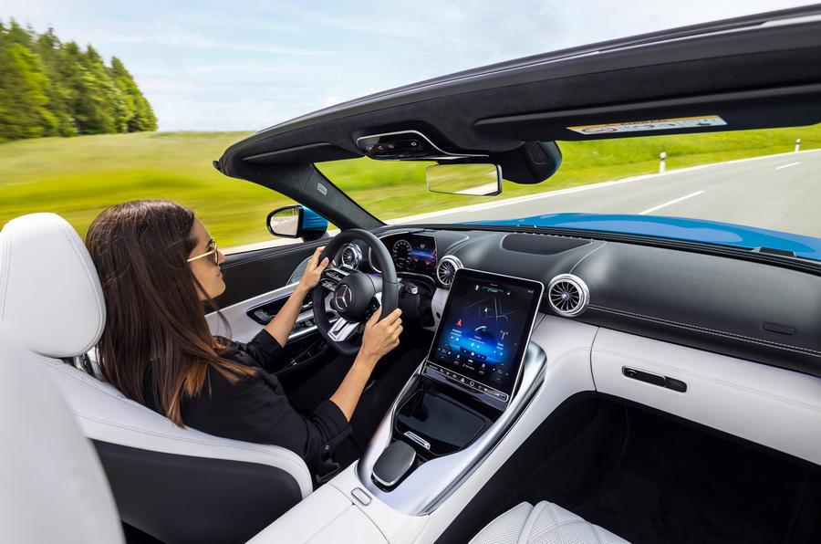 Το πολυτελές και ευάερο εσωτερικό της νέας Mercedes-AMG SL (pics)