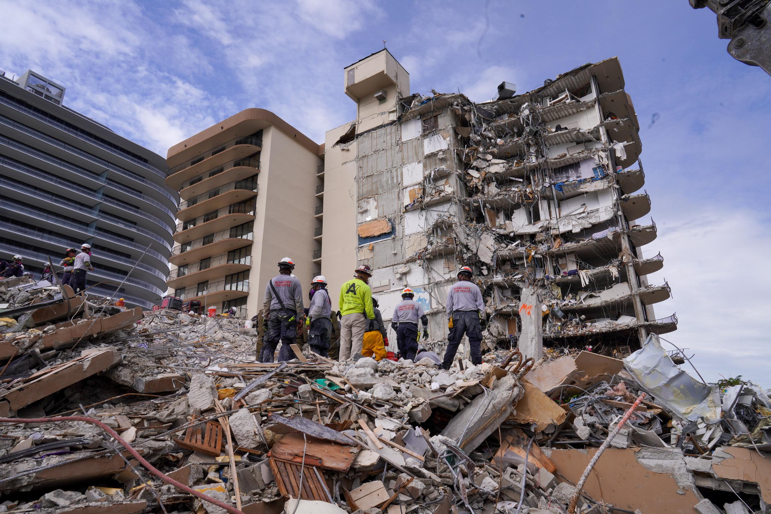 Φλόριντα: Τέλος οι έρευνες για επιζώντες στα χαλάσματα της πολυκατοικίας που κατέρρευσε
