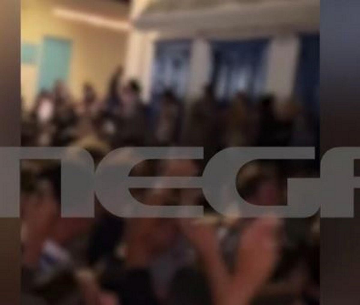 Το πάρτι δεν σταματά στη Μύκονο: Χαμός στα σοκάκια, ανεβαίνουν ακόμα και σε μπαλκόνια – Αντιδρούν οι επιχειρηματίες