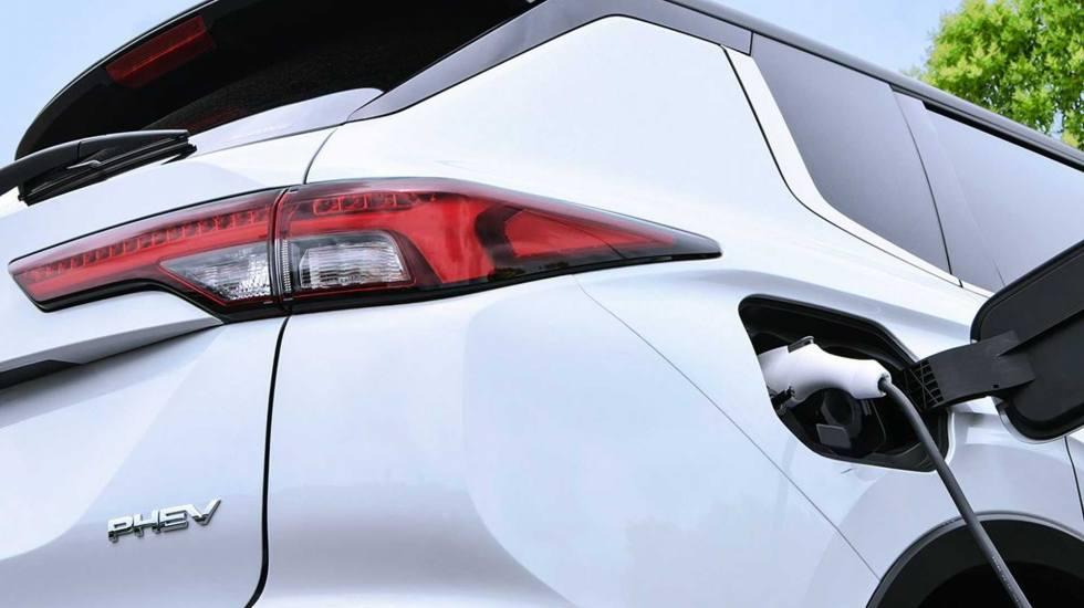 Ισχυρότερο και με μεγαλύτερη μπαταρία το νέο Mitsubishi Outlander PHEV