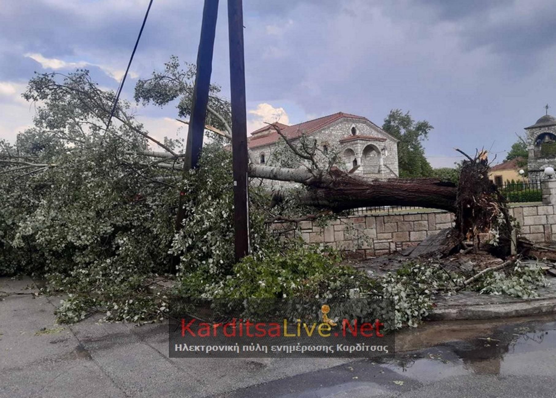 Καρδίτσα: Μπουρίνι ξήλωσε σκεπές και άφησε τον Παλαμά δίχως ρεύμα – Δείτε τις εικόνες καταστροφής