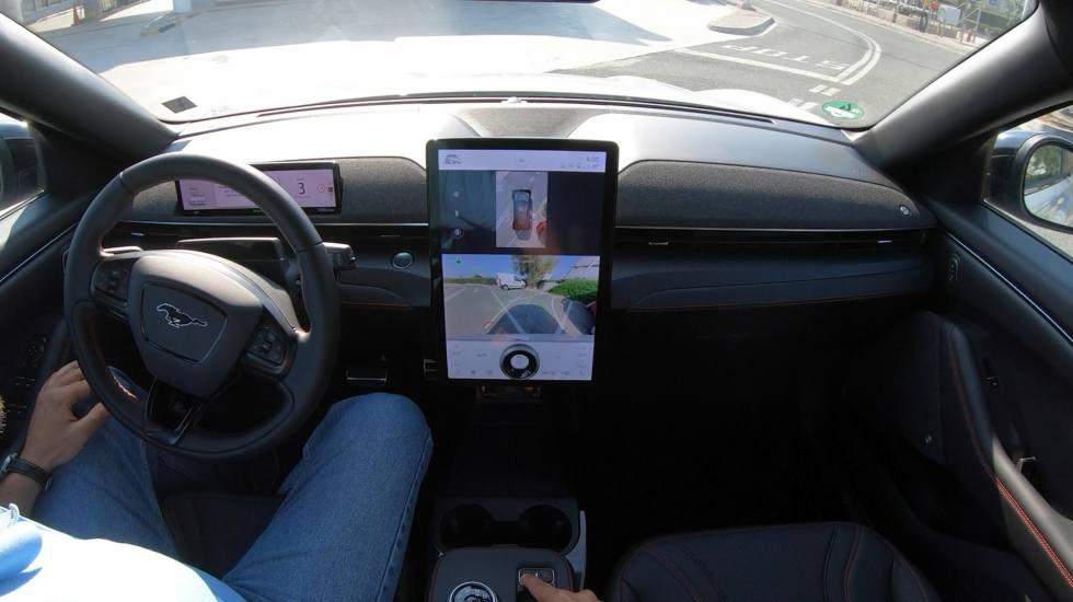 Δοκιμάζουμε το ηλεκτρικό αυτοκίνητο που παρκάρει μόνο του! (video)