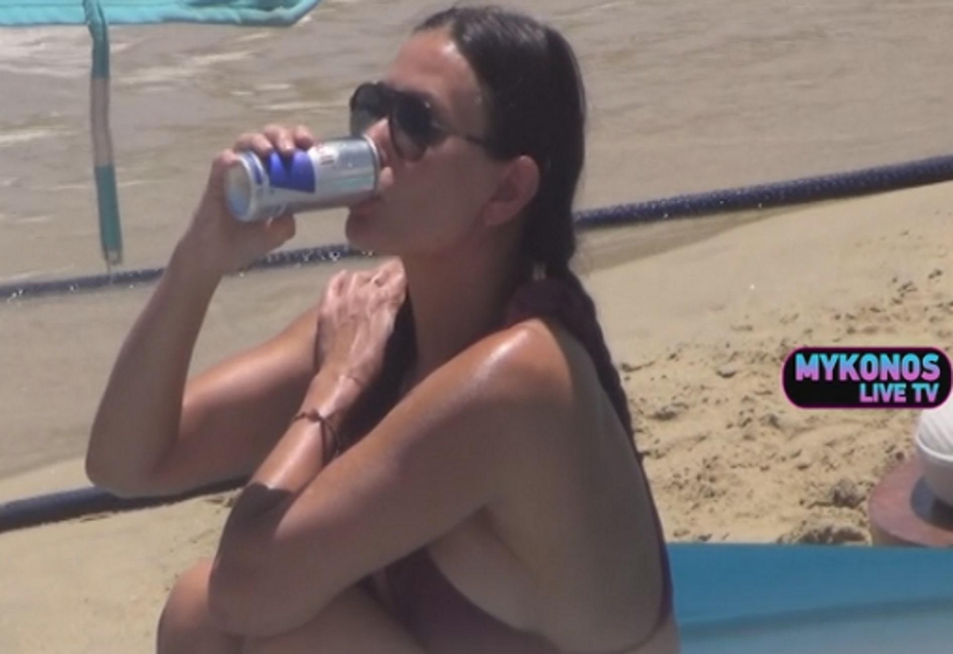 Μύκονος: Η Ντέμι Μουρ και η κόρη της αναστάτωσαν την παραλία – Με κορμί εικοσάρας η μεγάλη σταρ