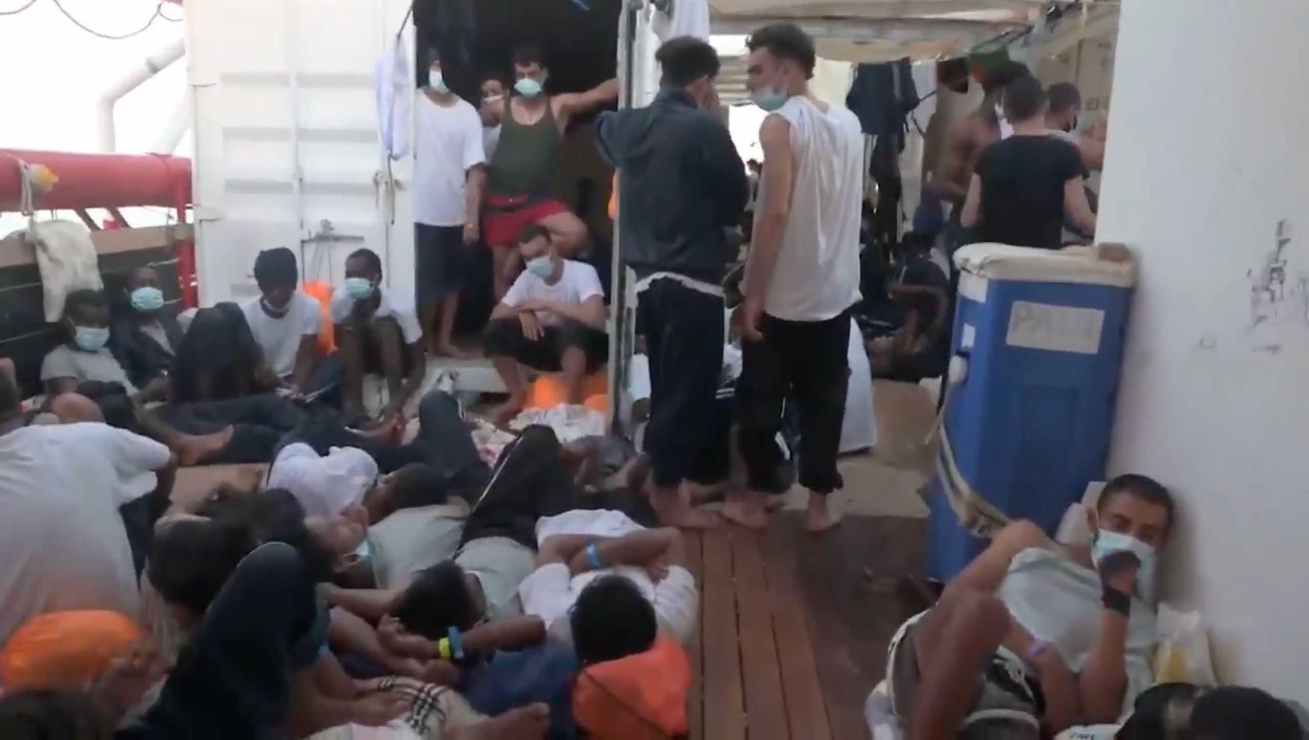 Στην Ιταλία οι 572 μετανάστες που διέσωσε το Ocean Viking
