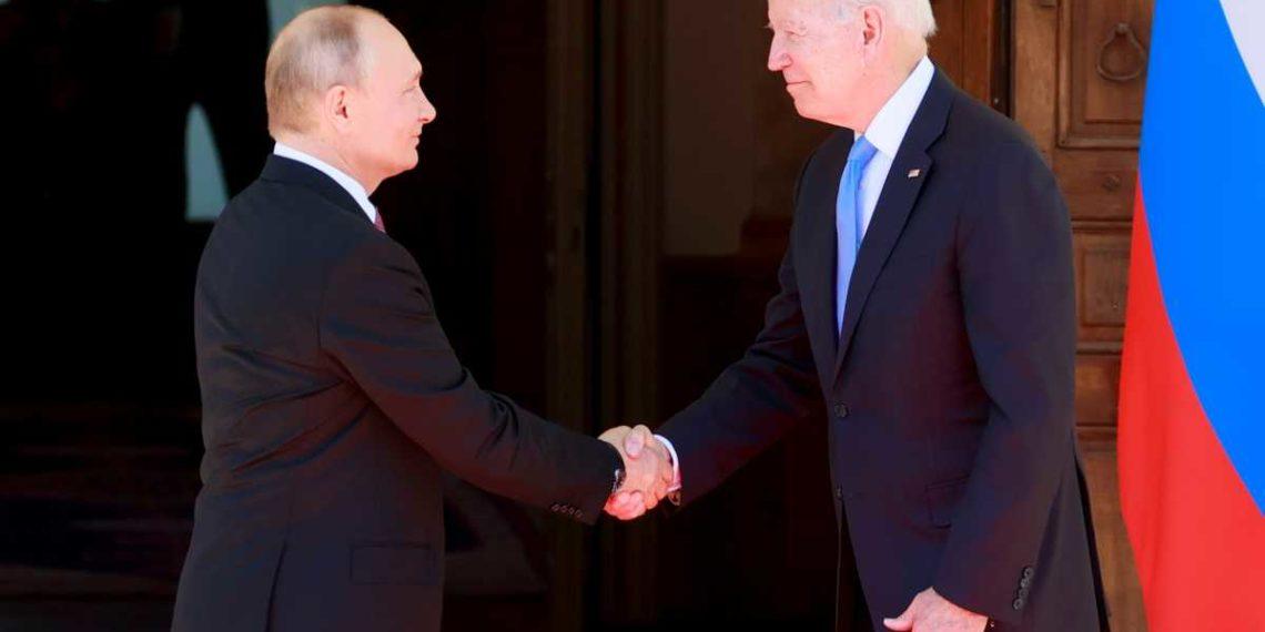 Μπάιντεν σε Πούτιν: Σταματήστε τους χάκερς και τις κυβερνοεπιθέσεις!
