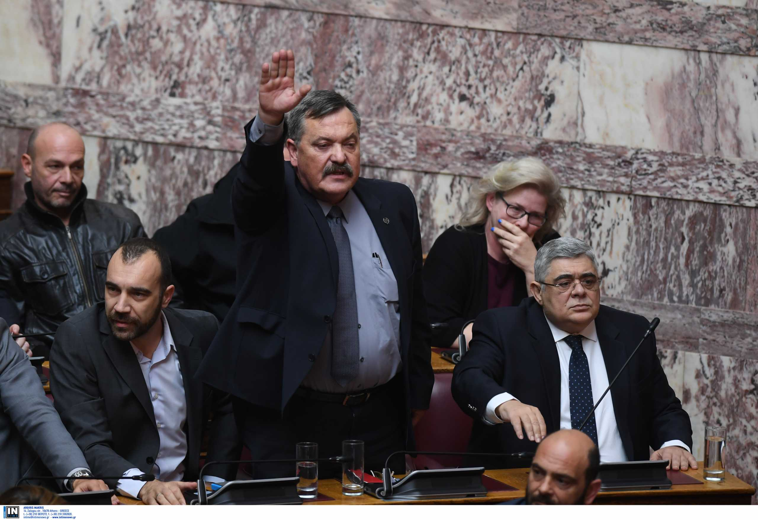 Χρήστος Παππάς: Οι ναζιστικοί χαιρετισμοί και οι «ύμνοι» στα τάγματα εφόδου της Νίκαιας