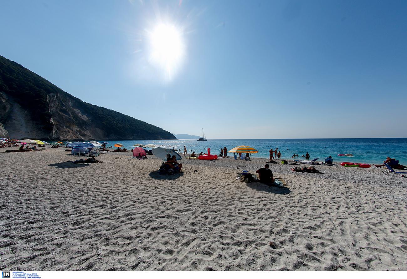 Ελληνικές παραλίες: Η άγνωστη εξωτική παραλία με τα γαλάζια νερά