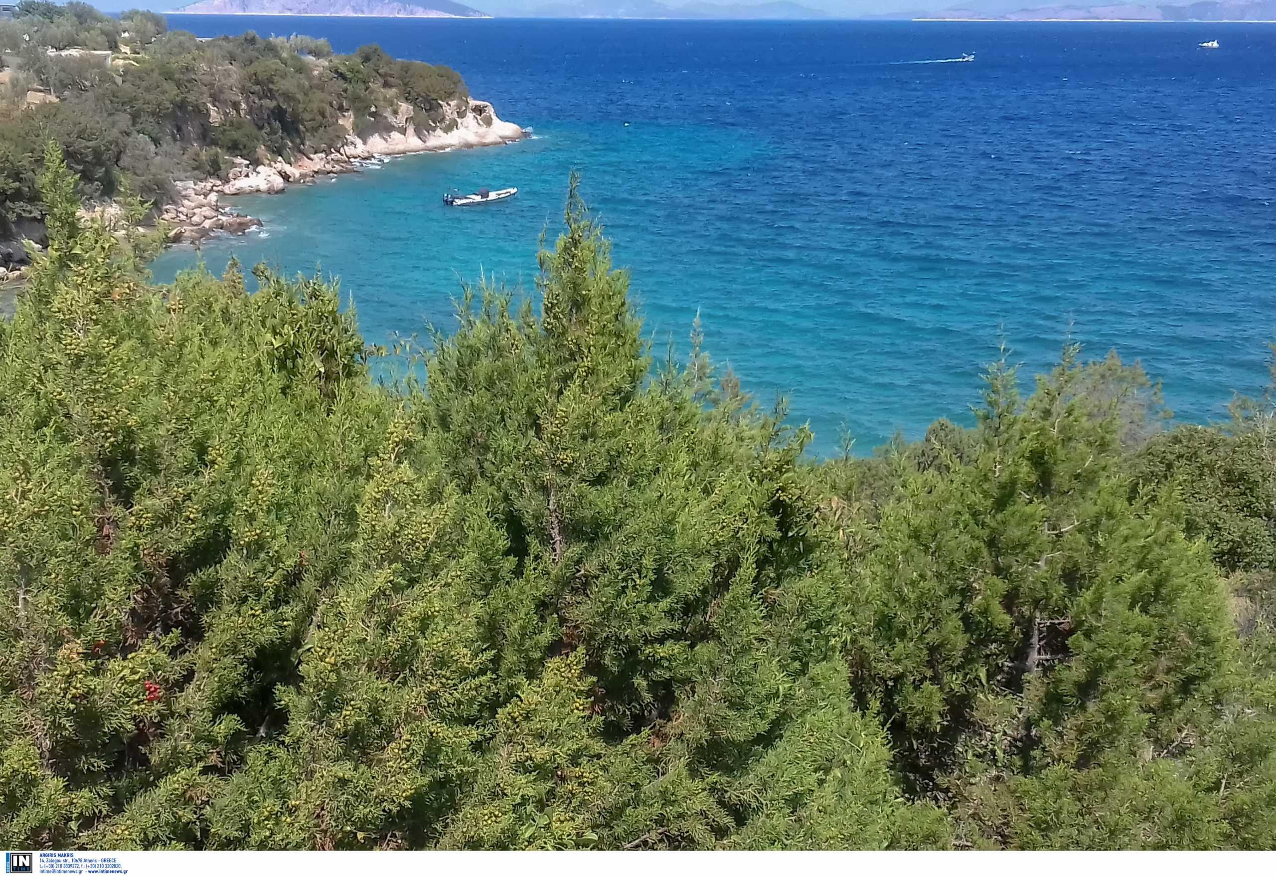 Χηνίτσα: Ο ονειρικός κόλπος με τα γαλάζια νερά