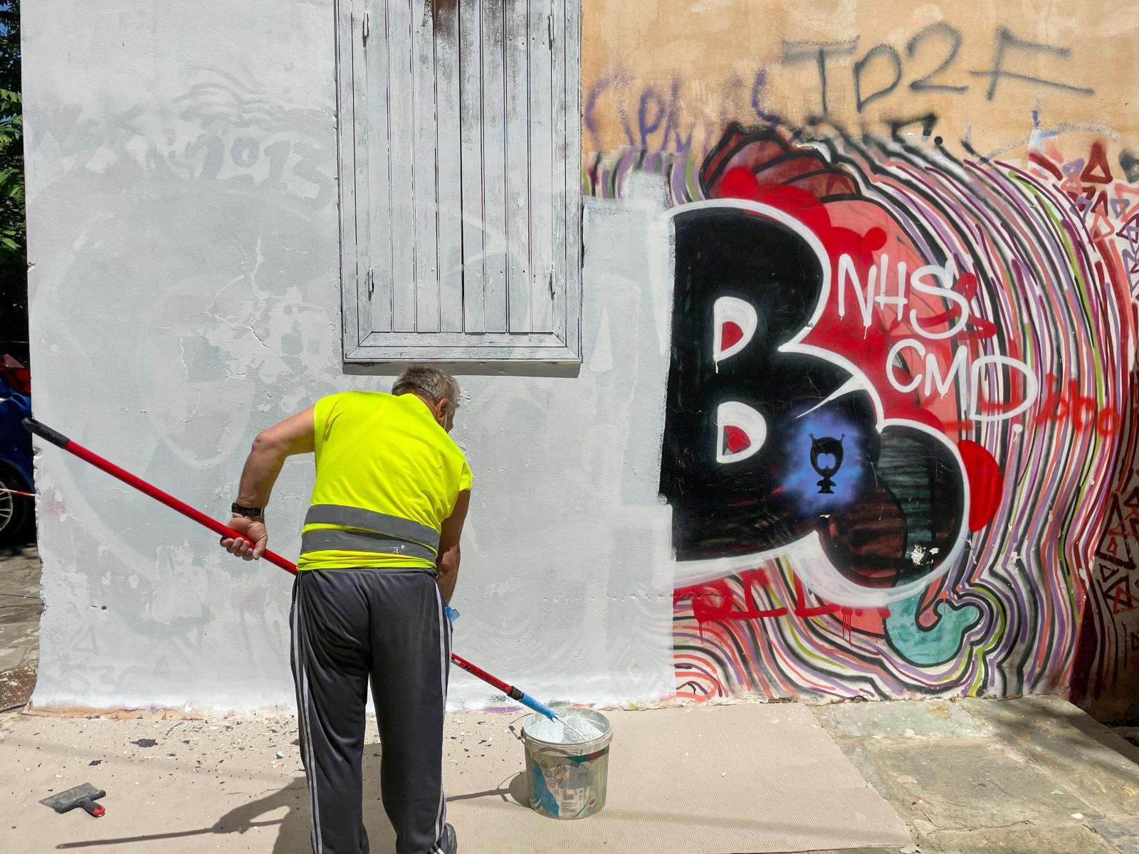 Αντιγκράφιτι παρέμβαση του Δήμου Αθηναίων στην Πλάκα