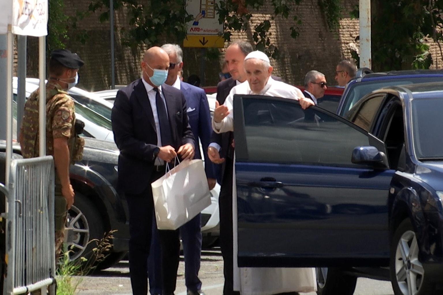 Βατικανό: Εξιτήριο για τον πάπα Φραγκίσκο δέκα μέρες μετά την επέμβαση που υποβλήθηκε