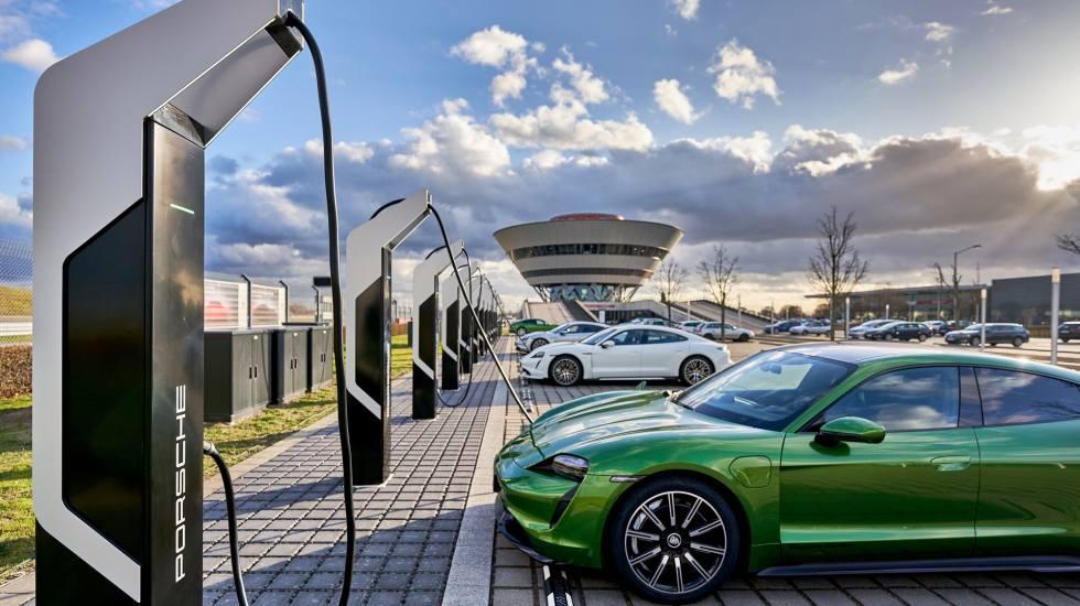 Έρευνα: Πόσο άλλαξε την αυτοκίνηση η πανδημία και τι μέλλον έχουν τα ηλεκτρικά οχήματα;