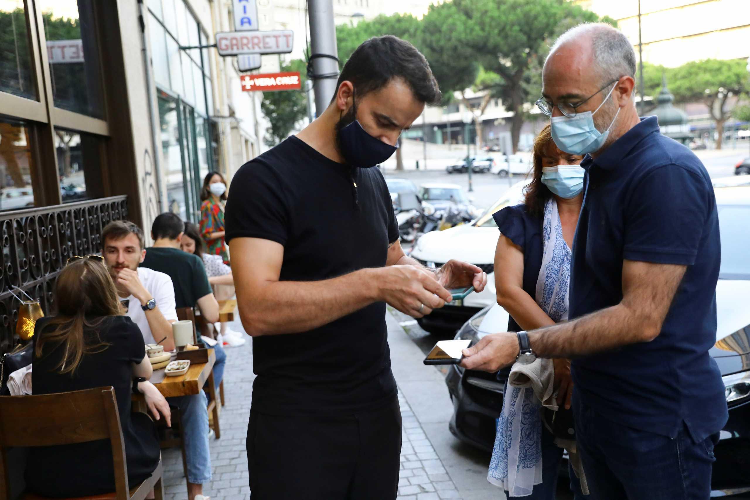 Πορτογαλία: Με πιστοποιητικό εμβολιασμού ή νόσησης ή αρνητικού τεστ η είσοδος στα εστιατόρια